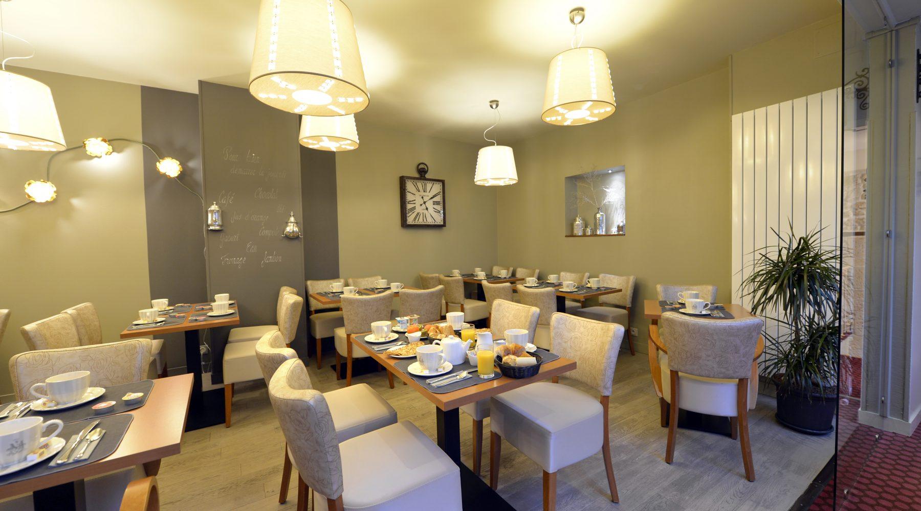 salle du petit-déjeuner France hôtel